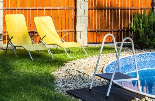 Zwembad in de kleine tuin home deco alles over woon for Klein zwembad